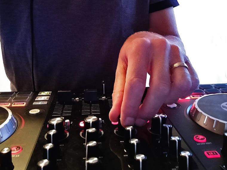 Mixing hands